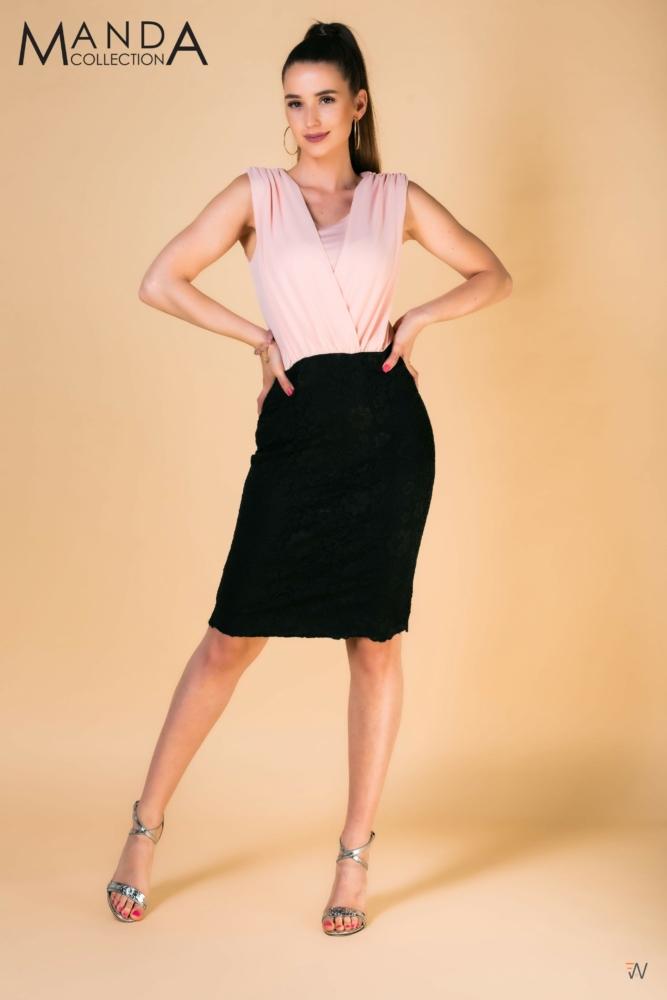 Púderrózsaszín-fekete alkalmi ruha